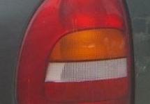Lanterna Traseira Lado Esquerdo p/ Chrysler Caravan